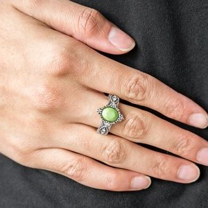 Pricelessly Princes Green Bead Stretchy Ring Band